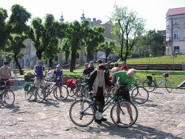 Do Przemyśla przyjeżdża coraz więcej turystów na rowerach.
