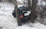 Wypadek na DK 62: opel uderzył w drzewo [ZDJĘCIA]