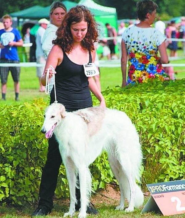 Na zdjęciu córka Łucji Sochackiej z Nadią na tegorocznej wystawie psów w Sopocie