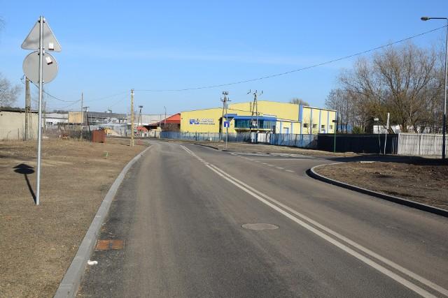 Ulica Lotników była pełna piachu i błota, teraz jest na niej asfalt. Inwestycja kosztowała 1,4 mln zł.