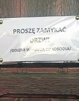 Zakaz wstępu gołębi do kościoła na Karolewie :)