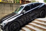 Kuriozalny wypadek BMW w Chorzowie. Kierowca pomylił zjazd ze schodami