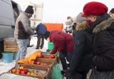 Sobotnie zakupy na radomskim targowisku Korej. Mróz odstraszył zarówno sprzedających jak i kupujących - zobacz zdjęcia