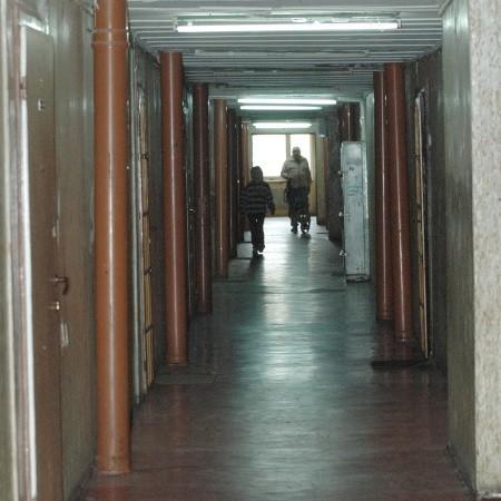 Tu jest bardzo brzydko, obskurne korytarze, robactwo, ale ludzie zapowiadają, że się nie wyprowadzą