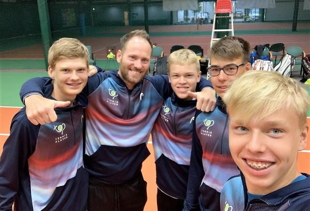 Tenisiści Top Tennis Player Gorzów zdobyli wicemistrzostwo Polski do 16 lat.