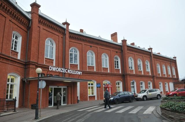 Ogrzewalnię dla osób bezdomnych otwarto w budynku dworca PKP w Kostrzynie nad Odrą. Dostać się można do niej z peronu 1.
