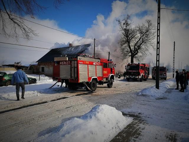 Rodzina z Bielic w gminie Łambinowice straciła dorobek życia w pożarze domu. Są bez dachu nad głową. Jak im pomóc?