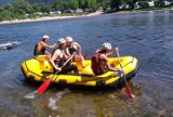 Kieleccy ratownicy wodni ćwiczyli swoje umiejętności na Dunajcu. Szkolili się na pontonie. Były pozorowane wywrotki i ewakuacja [ZDJĘCIA]