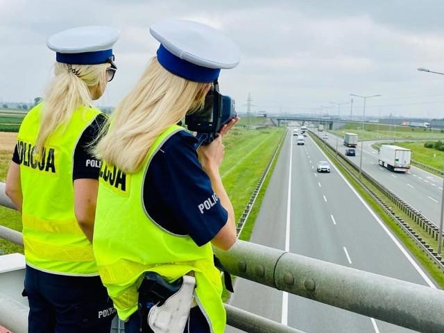 Policja kontrolowała przestrzeganie przepisu zachowania odległości na poznańskich autostradach.
