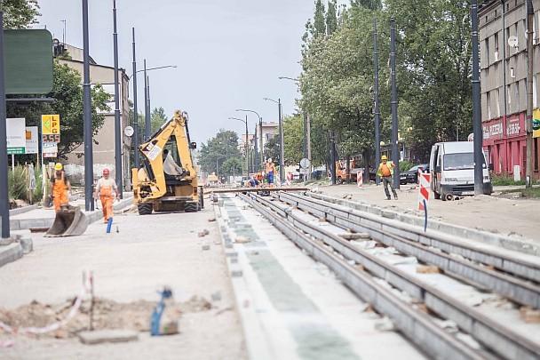 Na początku sierpnia na nitce zachodniej wylany będzie już asfalt, wtedy prace przeniosą się na nitkę wschodnią