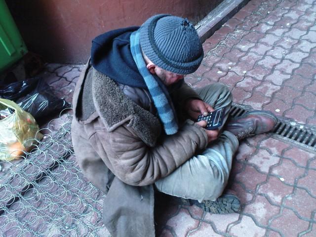 Wiadomo, że na ulicach Łodzi jest mniej bezdomnych niż dwa lata temu. Liczba ta spadła o około 20 procent.