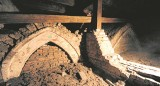 Relikty na klasztornym strychu w Staniątkach