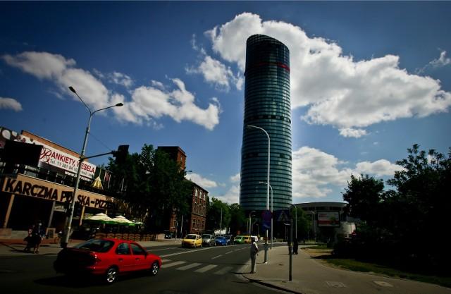 Nowy właściciel Sky Tower, to Adventum Group zarządzająca funduszami inwestycyjnymi i skoncentrowana na środkowoeuropejskich inwestycjach w nieruchomości.