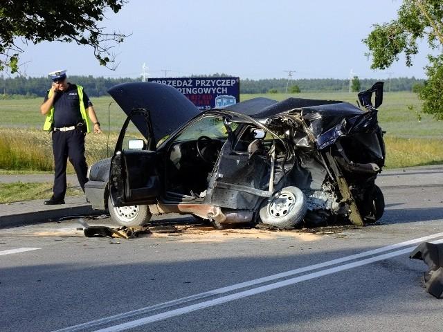 Wypadek na krajowej 6. Nie żyje jedna osoba.