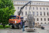 Poznań: Pomnik Golema znowu stanął na Al. Marcinkowskiego. Rzeźba została zdjęta na kilka miesięcy po tym, jak powaliła ją silna wichura