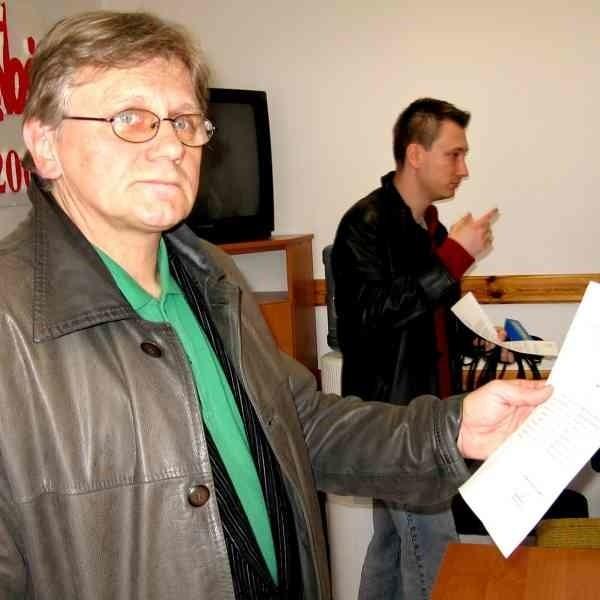 - Wojewoda odtrąciła wyciągniętą po pomoc rękę - mówi Mariusz Kunysz, prezentując pismo z odmową wojewody.
