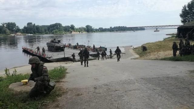 Żołnierze z Chełmna maja doświadczenie w budowaniu przepraw pontonowych przez Wisłę