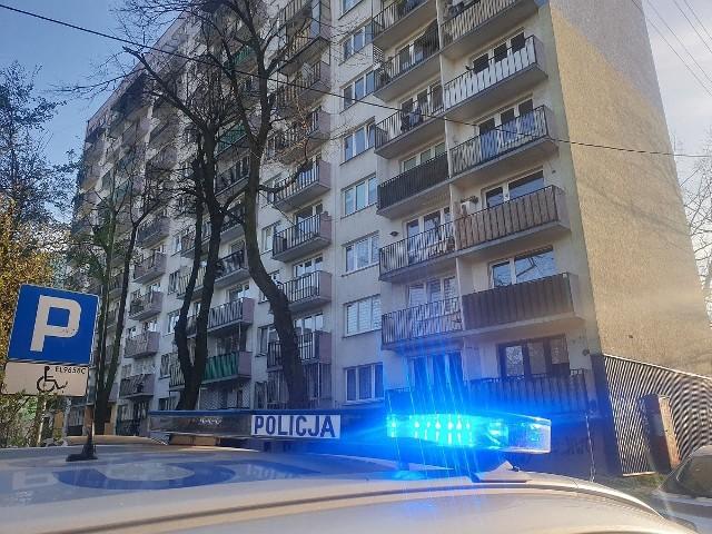 Tragedia rozegrała się w sobotnie (11 kwietnia) popołudnie na ul. Mazurskiej na Górnej. Z okna na XI piętrze jednego ze znajdujących się tam wieżowców wypadło dziecko. Dziewczynka zginęła na miejscu.Czytaj więcej na następnej stronie