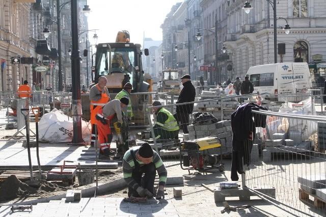 Remont Piotrkowskiej jest już wykonany w dwóch trzecich. Dzięki ciepłej zimie prace mogą się zakończyć przed terminem