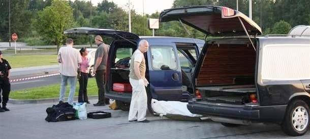 Ciało Dariusza Ratajczaka było w samochodzie renault kangoo. Doktor kupił auto kilka tygodni wcześniej.