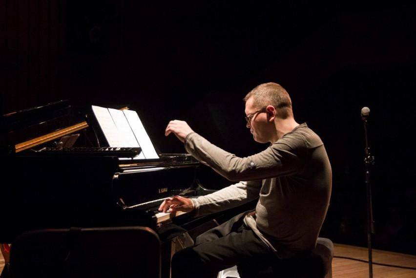 Wojciech Majewski, znakomity pianista jazzowy i klasyczny, kompozytor wziął na warsztat utwory słynnego Davida Bowie. Co z tego wyszło?