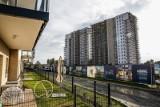 Pandemia zmienia rynek mieszkaniowy. Klienci chcą balkonów i ogródków, budowa drożeje