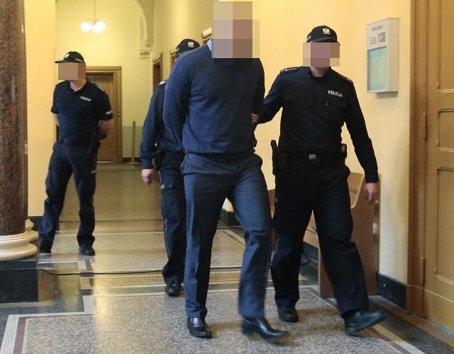 Od stycznia Mateusz S. siedzi w areszcie. Ma specjalnie monitorowaną celę, aby nie targnął się na życie lub nie padł ofiarą współosadzonych.