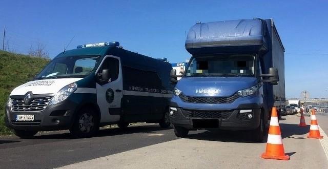 Uwagę inspektorów ITD zwróciły dziwne manewry busa