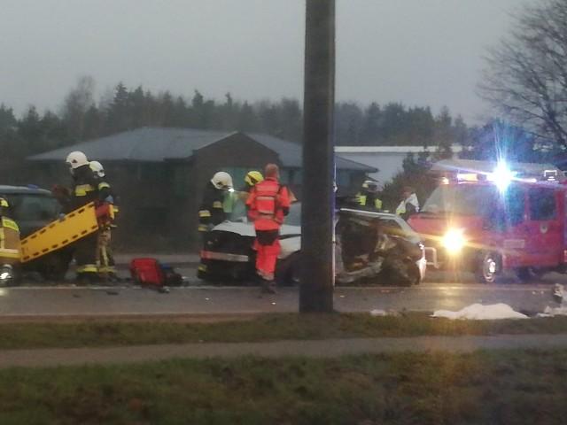 Wypadek w Glinczu 13.12.2020. Zderzyły się 3 samochody, 8 osób zostało rannych