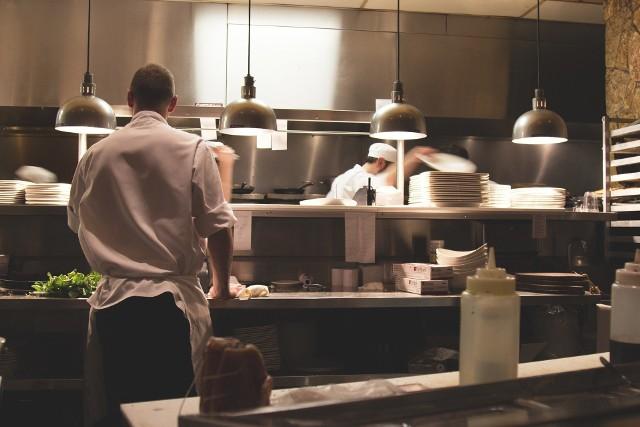 Właściciele kontrolowanej restauracji w Dobrej wyjaśniają, że w lokalu nie było klientów, tylko pracownicy-testerzy smaków