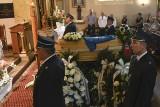 Tłumy na pogrzebie Dominika Kaczora w Chobrzanach. Piłkarza Klimontowianki żegnali bliscy, koledzy z boiska, strażacy [WIDEO, ZDJĘCIA]