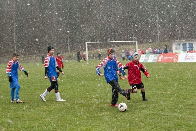 Niestety, z powodu fatalnej pogody (deszcz ze śniegiem i porywisty wiatr) turniej przerwano.