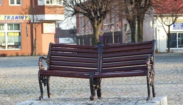 Taka ławeczka pokoju stanie przy ulicy Armii Czerwonej w Białym Borze.