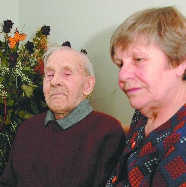 Andrzej Iwaniuk niedawno skończył 100 lat. Przeżył dwie wojny i rewolucję. Z chęcią dzieli się swymi biograficznymi wspomnieniami