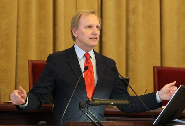 Ośmioro posłów Porozumienia zostało w piątek (12 lutego) zawieszonych w prawach członków partii, wśród nich jest łódzki poseł Włodzimierz Tomaszewski. Jest także wniosek Jarosława Gowina o usunięcie ich z partii.