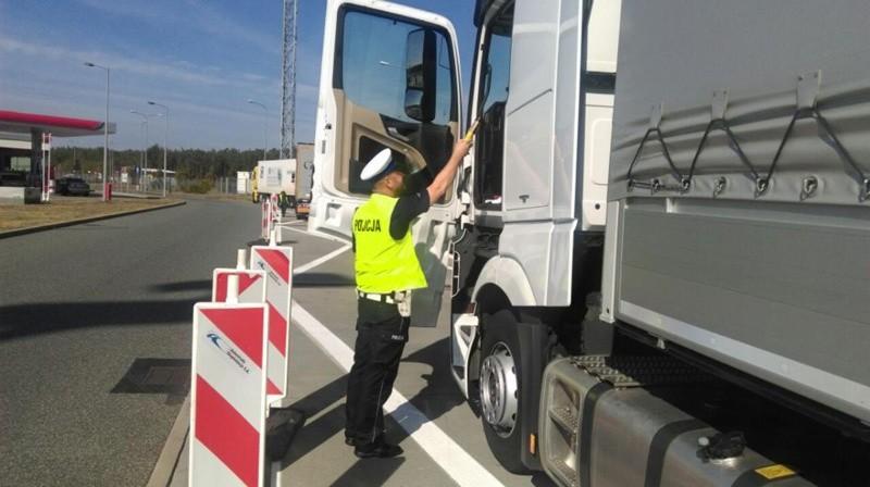 Prawie promil alkoholu miał 47-letni kierowca ciężarówki z naczepą, skontrolowany na autostradzie A2 przez słubickich policjantów. Za jazdę w stanie nietrzeźwości grozi mu teraz kara do dwóch lat pozbawienia wolności.