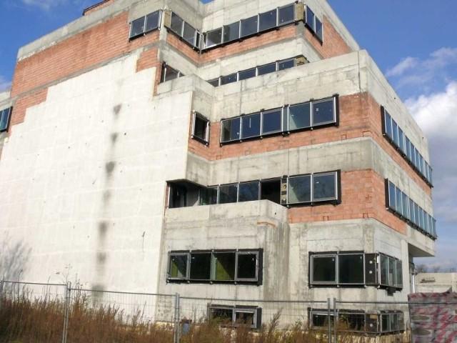 Pechowa budowa dla KUL - Stalowa Wola może stracić milionyZbudowany w stanie surowym budynek dydaktyczny dla KUL miał być gotowy już w ubiegłym roku.