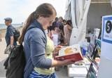 Nadmorski Plener Czytelniczy 2019. Święto miłośników książek w Gdyni 19-21.07. Pierwszy dzień spotkań z literaturą przy plaży [ZDJĘCIA]