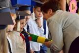 Pasowanie pierwszoklasistów ze Szkoły Podstawowej nr 4 w Inowrocławiu [zdjęcia]