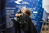 Gimnazjalistki ścięły włosy, by pomóc kobietom chorym na raka