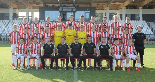 Juniorzy starsi i sztab szkoleniowy Cracovii przed sezonem 2021/2022