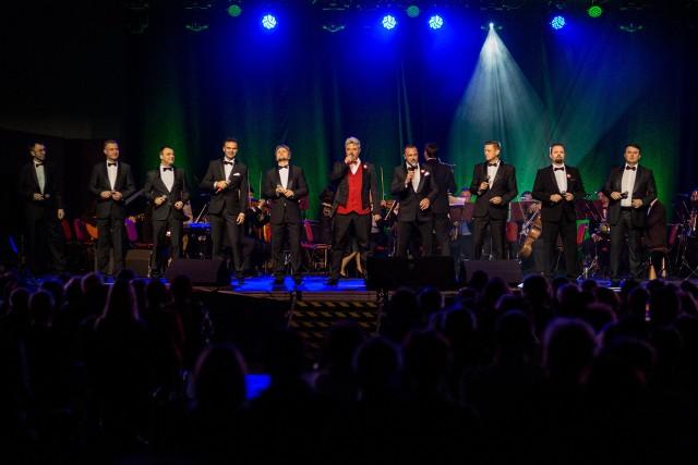 Grupa wokalna 10 TENORÓW zaśpiewa dosłownie wszystko - od najlepszych piosenek romantyczny pop, ballad rockowych po utwory ludowe aż do arii operowej.