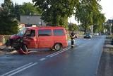 Powiat ostrowski: Jedna osoba w szpitalu po zderzeniu busa z ciężarówką w Pogrzybowie