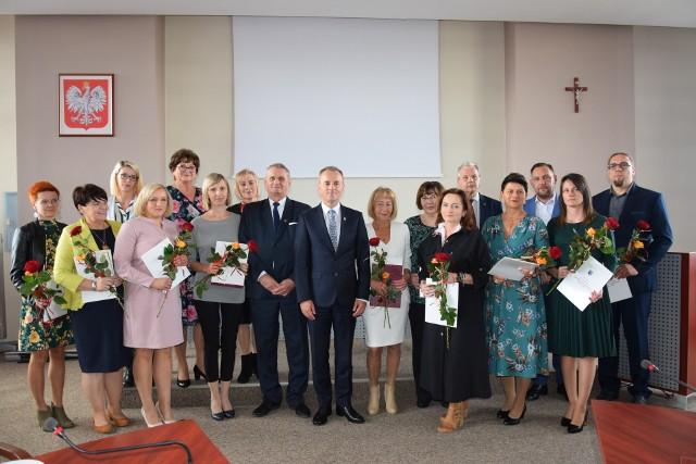 Dzień Edukacji Narodowej w gminie Sępólno. Nagrodę Burmistrza Sępólna Krajeńskiego otrzymało 12 nauczycieli i pracowników szkół