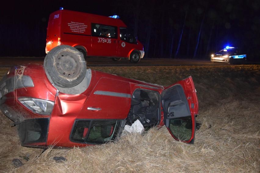 Kierowca i dziewczyna nie odnieśli poważnych obrażeń