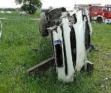 Samochód dachował na drodze Prażki-Teodorów. Pasażer nie żyje