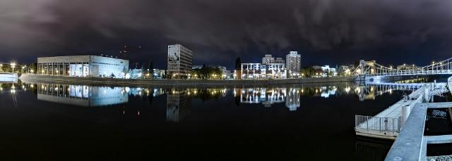 Wrocław nocą zachwyca. Zobaczcie na kolejnych zdjęciach przepiękne zdjęcia miasta, jakie znaleźliśmy na instagramie!Posługujcie się klawiszami strzałem na klawiaturze, myszką lub gestami