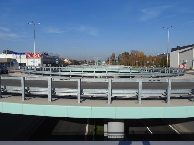 Na Trasie Niepodległości jest jedenaście dwupoziomowych skrzyżowań (wiaduktów) i jeden tunel pod torami. Na żadnym z tych  obiektów inżynierskich nie ma monitoringu. Po incydencie z udziałem dzieci, miasto będzie szukać rozwiązania