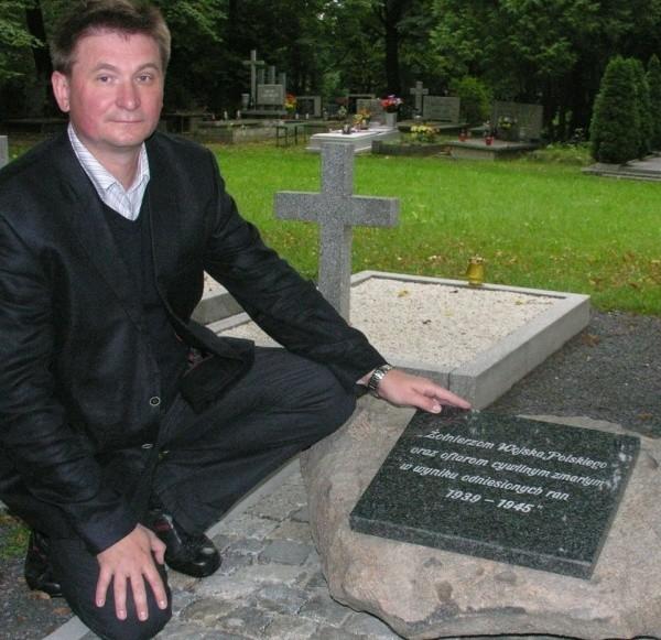Dr Mariusz Patelski: - Dobrze, że jest już tablica, ale ona sprawy nie kończy. O polskich żołnierzach pochowanych w Opolu wciąż wiemy niewiele.