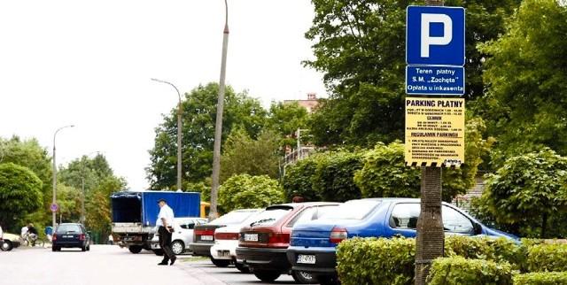 By zaparkować na razie wystarczy oświadczenie, że jest się mieszkańcem spółdzielni.  Od września planuje ona swoim lokatorom wydrukować specjalne identyfikatory, które pozwolą parkować za darmo.
